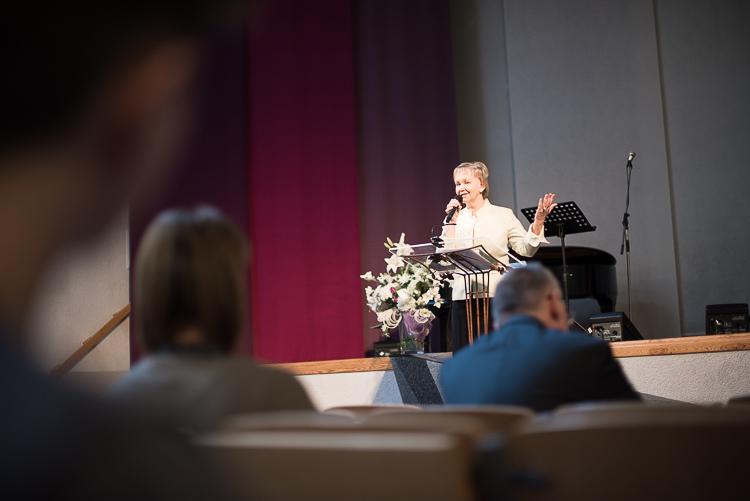 Maira Ošiniece sludina par Jēzus asinīm